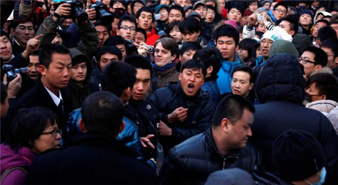 Angry Chinese At Sanlitun Apple Store