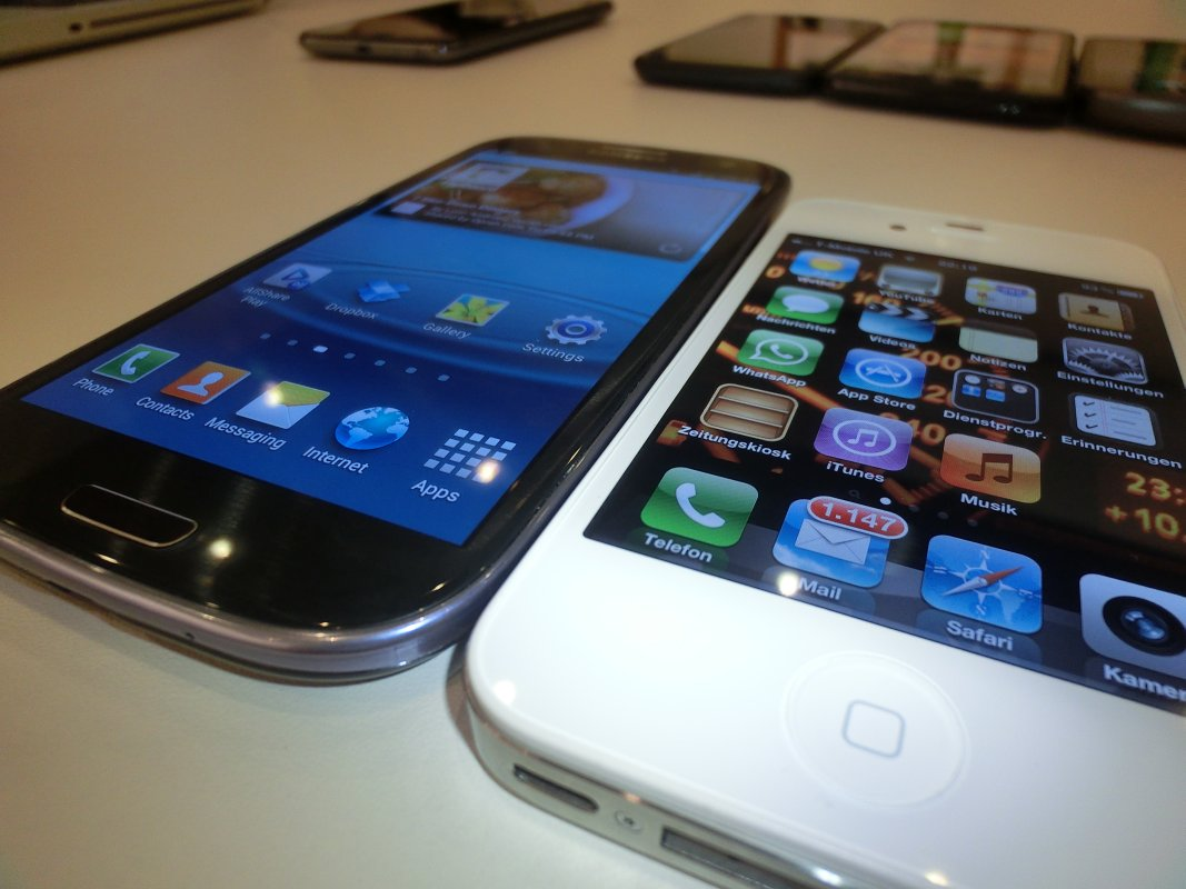 Samsung Galaxy S III Versus iPhone 4S