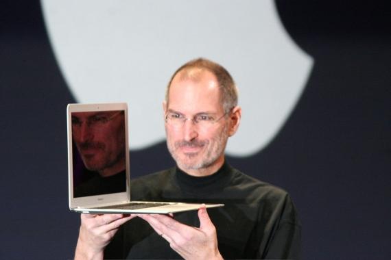 steve-jobs-and-his-macbook-air